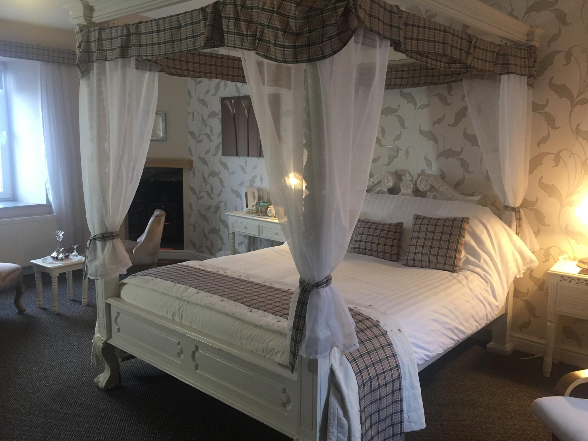 King-Ensuite-Sea View-Four Poster - First Floor