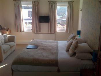 Double or Twin-Ensuite-SPACIOUS