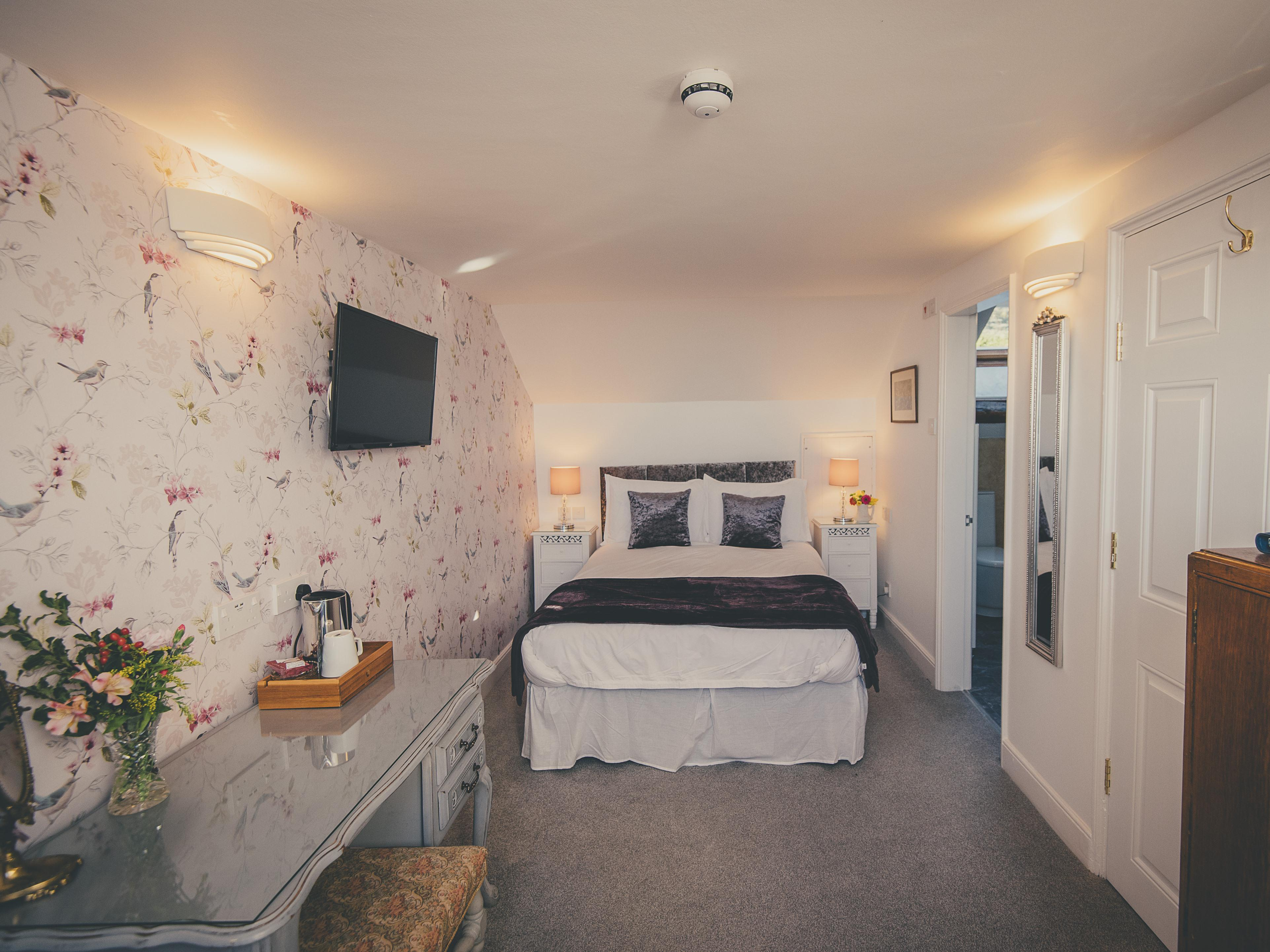 Double room-Superior-Ensuite with Bath-Valley View