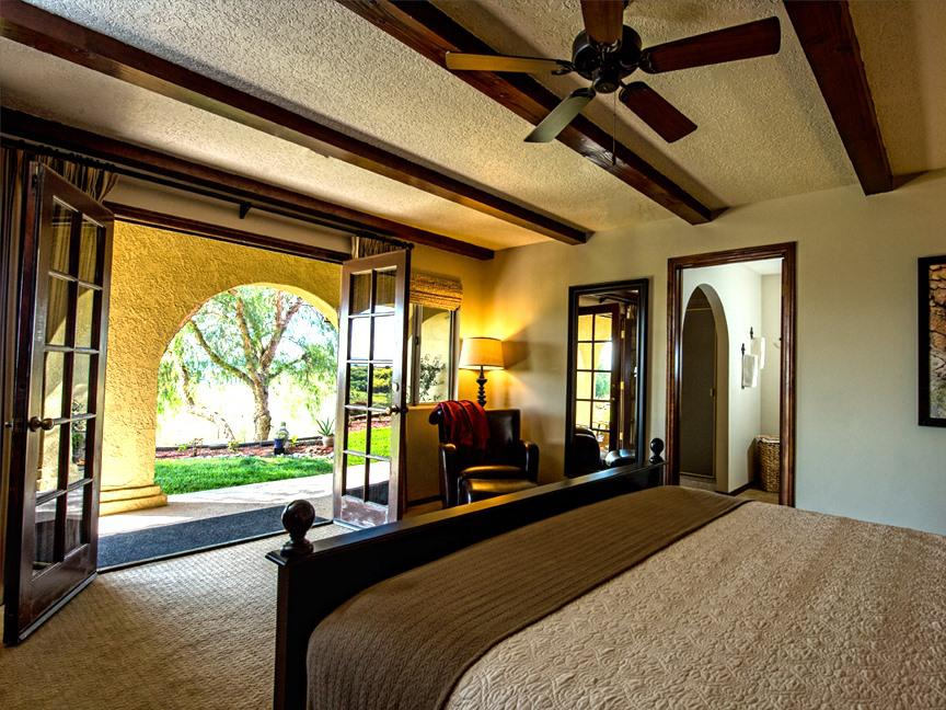 King-Jacuzzi-Suite-Vineyard view-King Suite - Base Rate