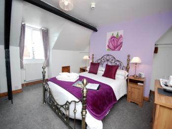 Ellies Guest House - Room 7 - Double en-suite