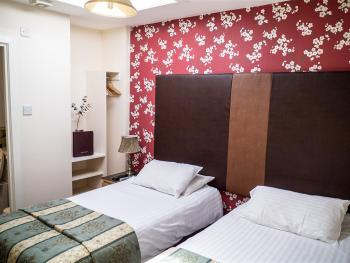 Twin room-Ensuite with Shower-Double bed via request