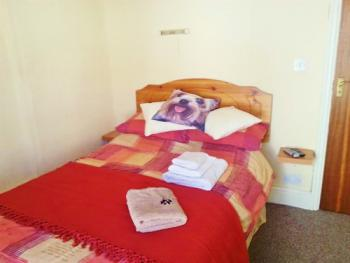 Small Double Ensuite 2nd Floor 2 Adults