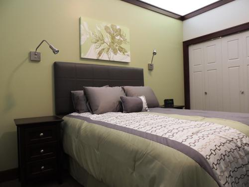 The Michigan - Bedroom
