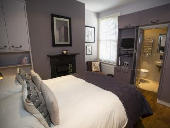 Double room-Luxury-Ensuite with Shower