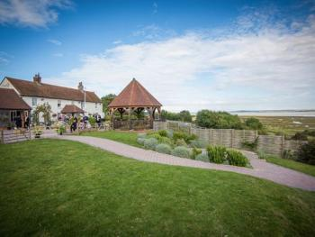 The Ferry House Inn - Swale Estuary & Gardens