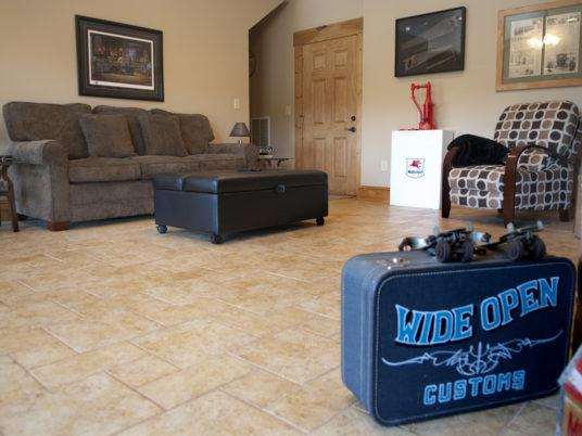 Anstead Suite-Family room-Ensuite-Large-Mountain View - Base Rate