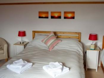Family room - Ensuite (1 double & 2 single beds)