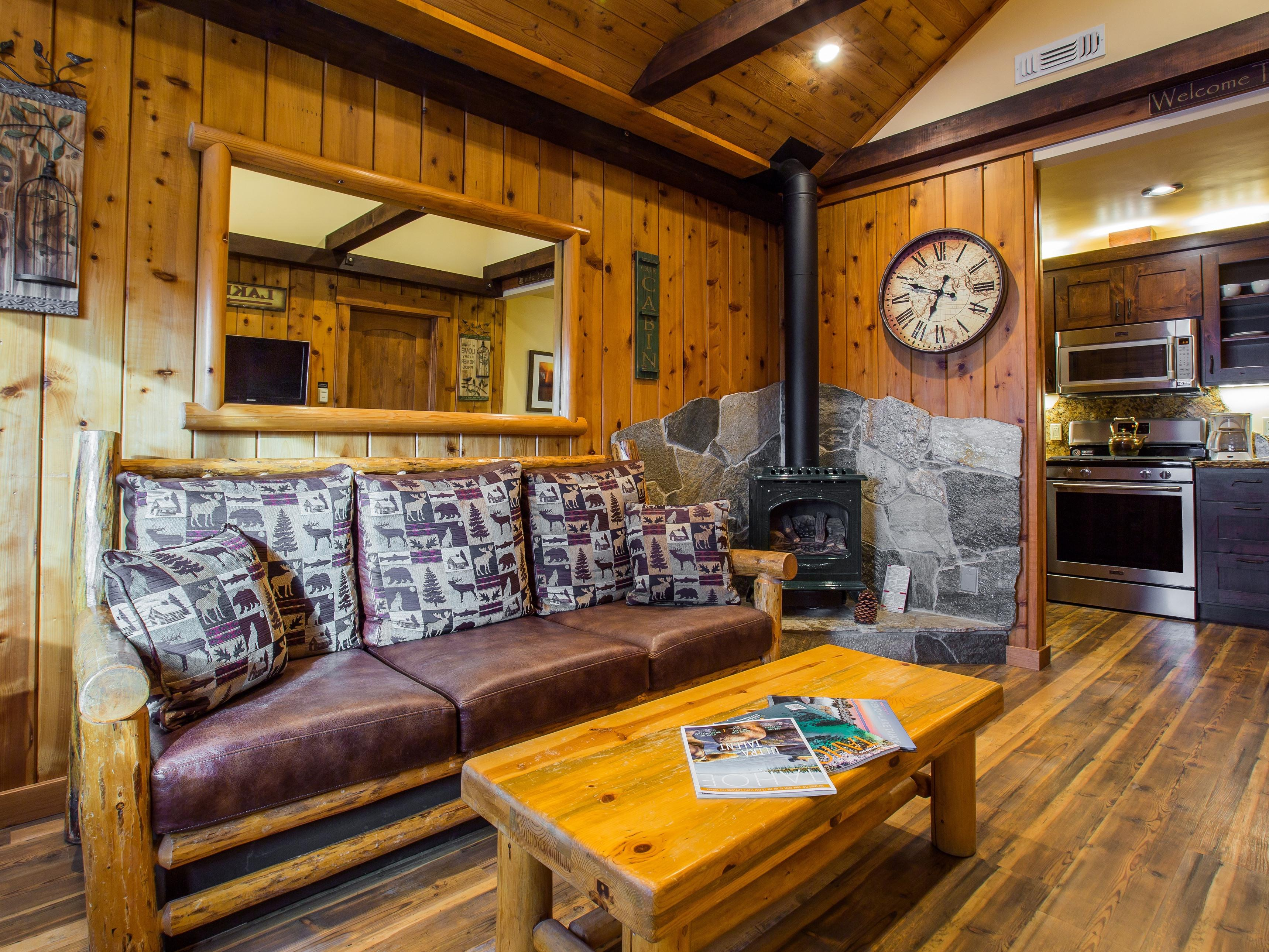 Romance Suite #6-Cabin-Honeymoon-Ensuite with Jet bath-Garden View - Base Rate
