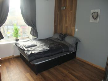 Double room-Shared Bathroom-with Ensuite shower