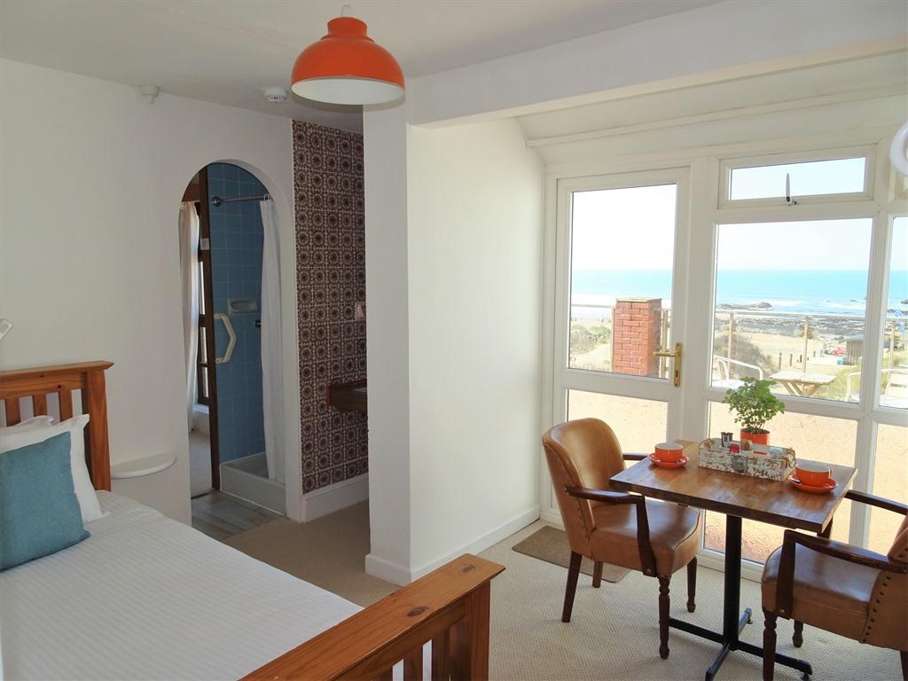 Twin En-suite Sea View - with Beach-facing Balcony