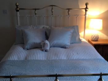 King Size room Sian Brass Bed