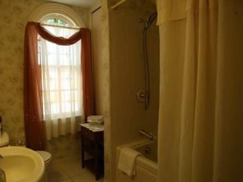 Provence Suite Bath