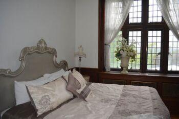Queen Antoinette Suite