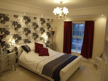 Double room-Luxury-Ensuite with Jet bath-Countryside view-Bridal Room