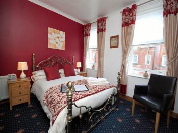 Ellies Guest House - Room 5 - Double en-suite