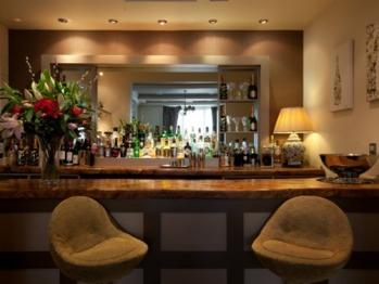 Champagne & Cocktail Bar