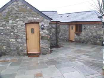 Mary Tavy Inn - Exterior View of Bed & Breakfast Rooms
