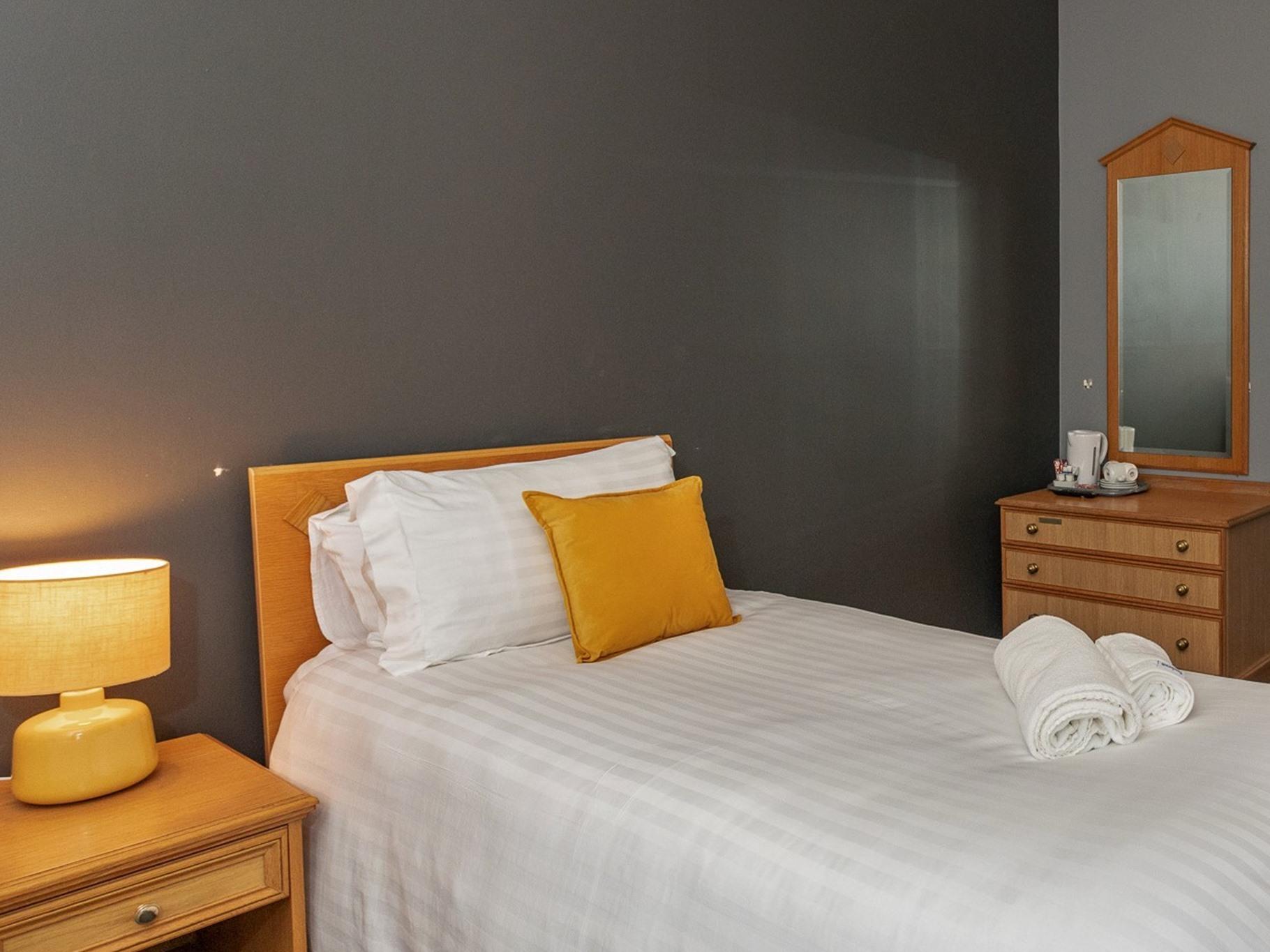 Single Room - Shared facilities