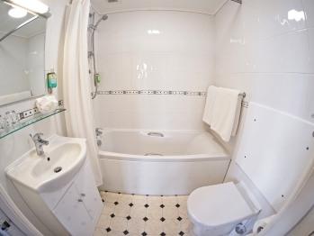 Kingsley bathroom