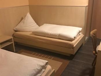 Doppelbett oder zwei Einzelbetten-Ensuite Dusche-Zimmer im Untergeschoß