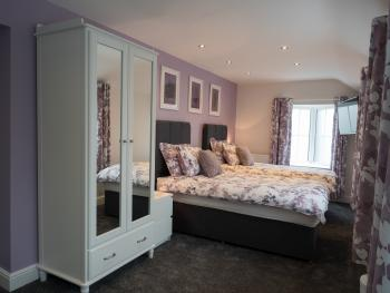 Twin room-Ensuite with Shower-Mauve - Base Rate