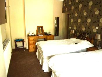 Twin room, ensuite with Disabled access