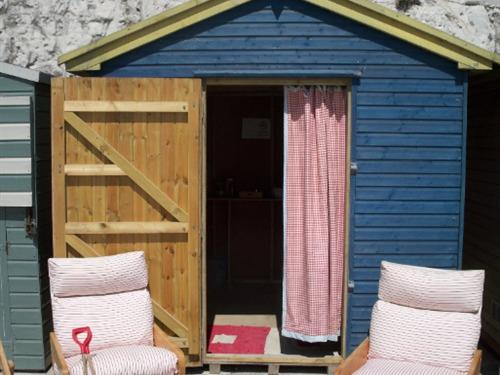 Beach Hut - Located on Broadstairs Beach Free to Guests
