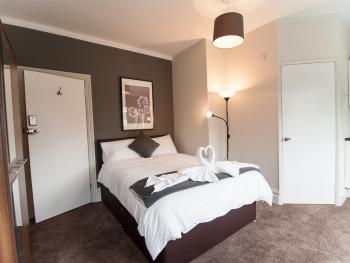 Suite-Executive-Ensuite with Shower