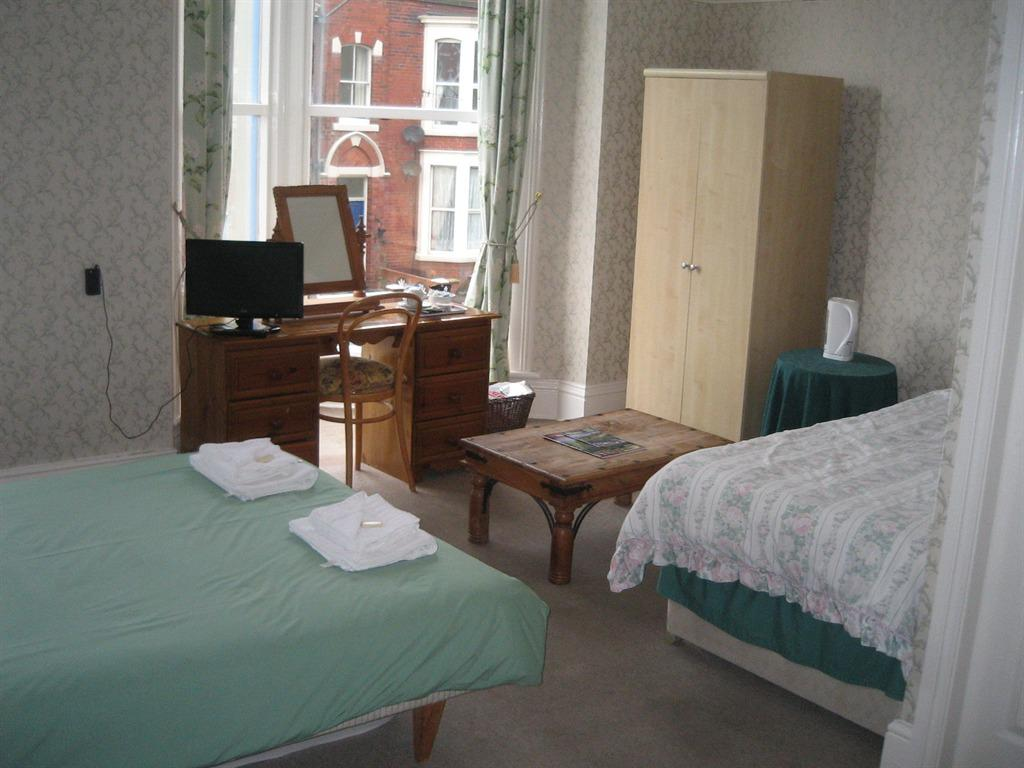 Family room-Ensuite with Shower-2 Adults & 2 Children