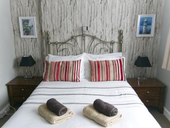 Double room-Standard-Ensuite-(S) - Base Rate