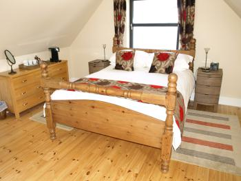 Drovers Lodge - King - Premium - Urquhart Room