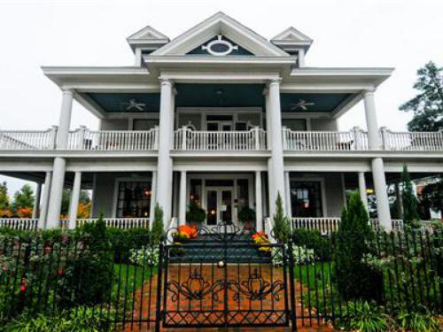 A Bed and Breakfast  for all seasons, located in the heart of Spartanburg. Come be a part of our community!