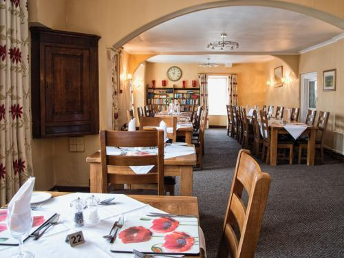 50 seat dining room