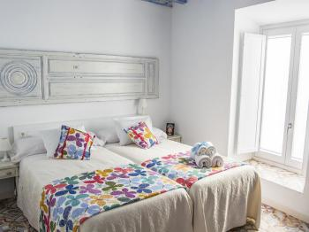 Azul-Apartamento-Superior-Baño con ducha-Vista a la Calle