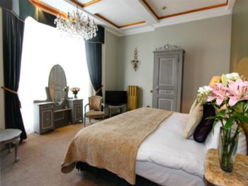"""""""Perrier Jouet"""" Feature double guest room with side sea view"""