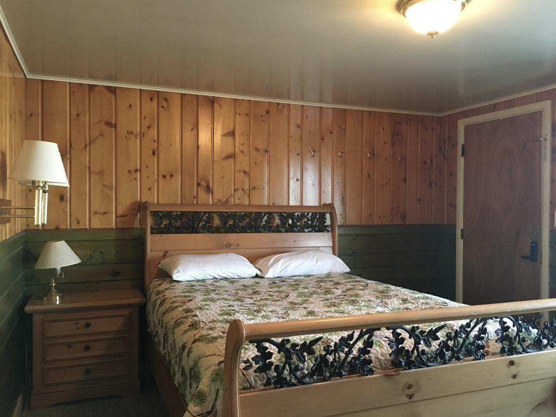 Quad room-Ensuite-Standard-Two Queen Suite