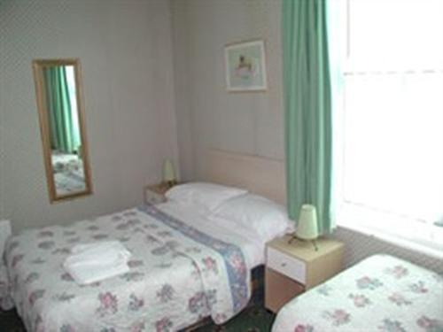 Family room-Ensuite-Sea View-2 adults +1 child