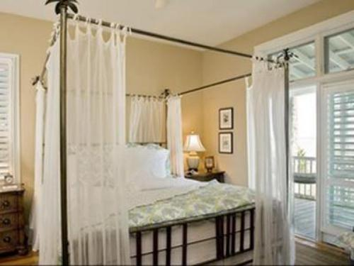 Spacious master suite with jetted tub