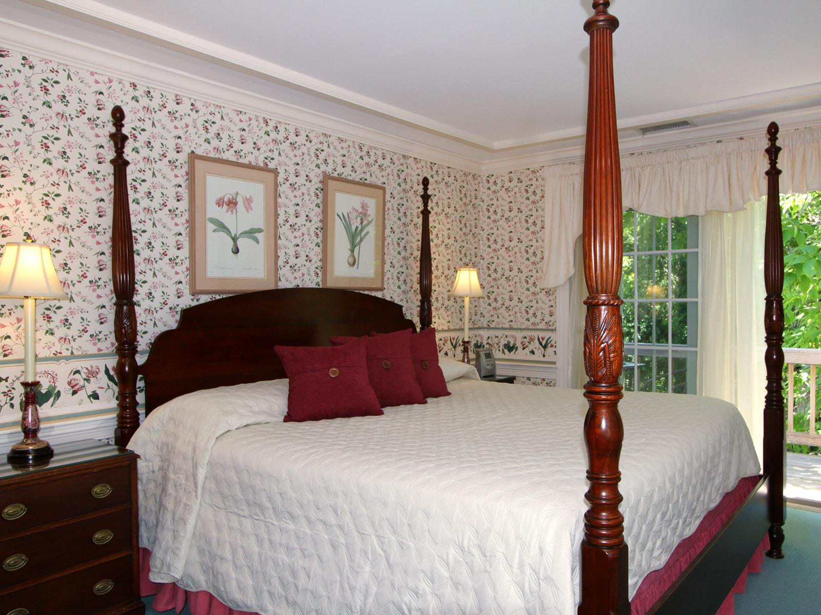 King-Ensuite-Luxury-Balcony-Carriage House 6