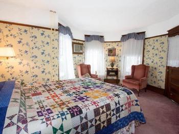 Room 1-Queen-Ensuite with Bath-Premium-Balcony