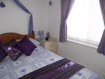Small Light & cosy double room F Screen TV drinks facilities Ensuite shower room toiletries/towels H Dryer