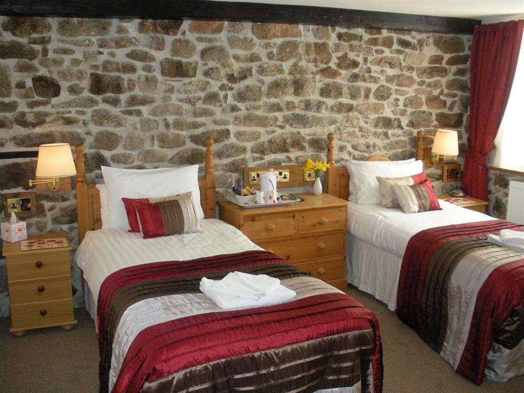 Twin room-Classic-Ensuite with Shower-Haytor - Base rate