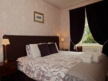 Mansefield House - King bedded room, room 2