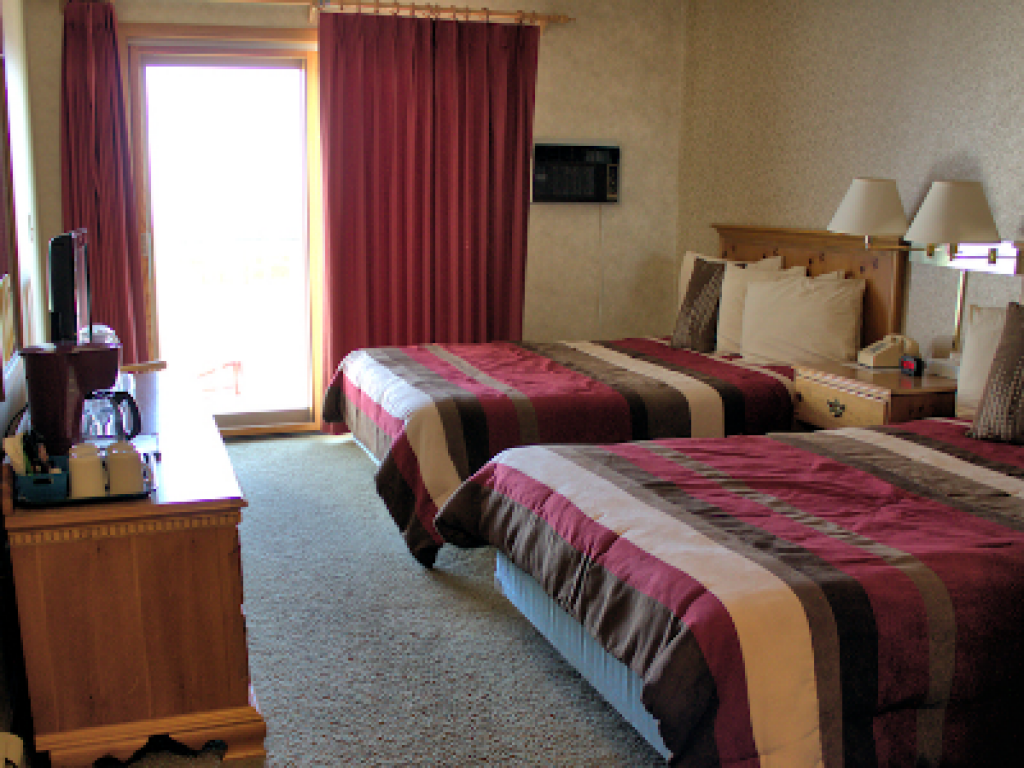 Quad room-Ensuite-Standard-2 Doubles Unit 9 - First  - Base Rate