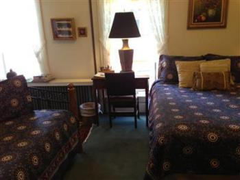Queen-Private Bathroom-Luxury-Courtyard view-B&B Room 210 - Northern P