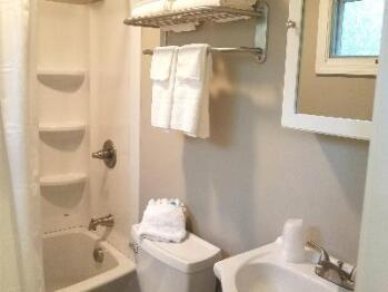 Hotel 2nd Floor Bath