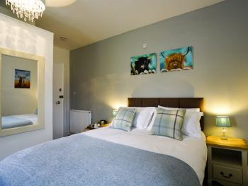 Double room-Deluxe-Ensuite with Shower-Garden View-Room 2 - Base Rate