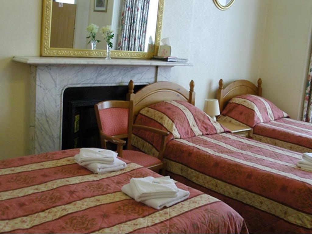 Family room-Ensuite-1 Double & 4 Single Beds