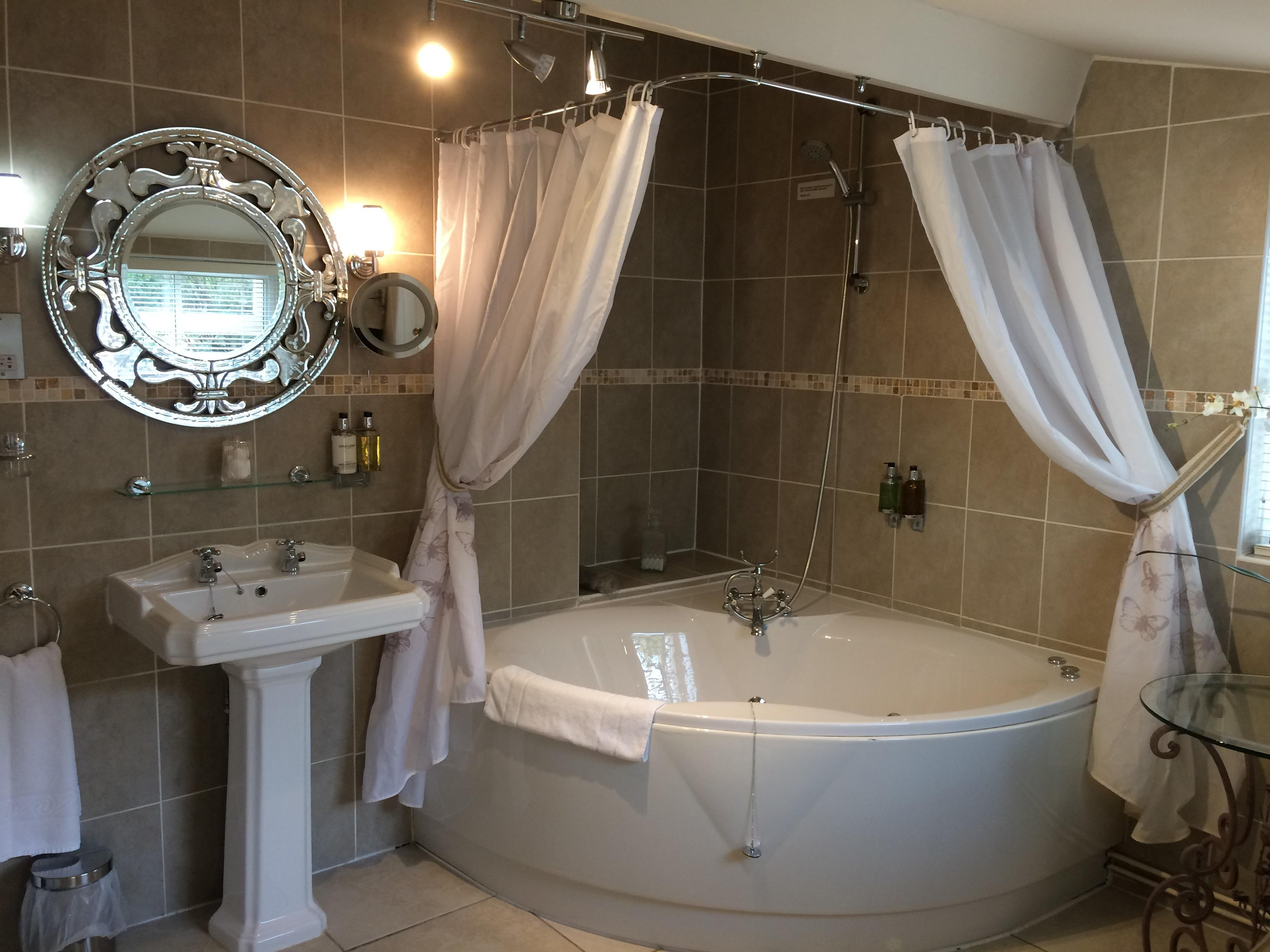 Queen-Superior-Ensuite with Bath